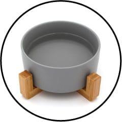 Gamelle d'eau fraîche et de nourriture pour le chat