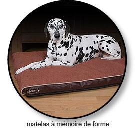 matelas à mémoire de forme pour l'arthrose du chien