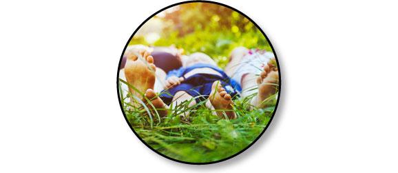 piqure-aoutat-herbes-gazon-jambe