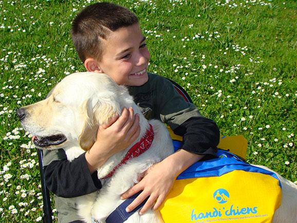 handi-chiens-handicap-association-enfant